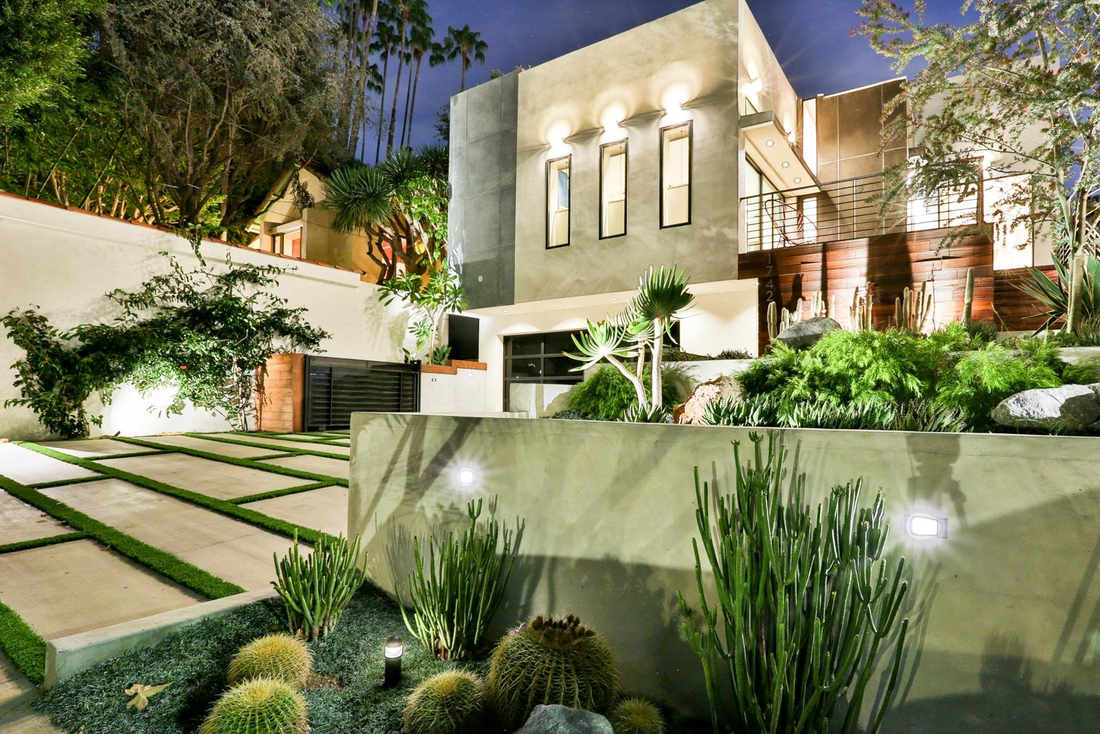 luxury vacation homes in Hollywood Hills CA
