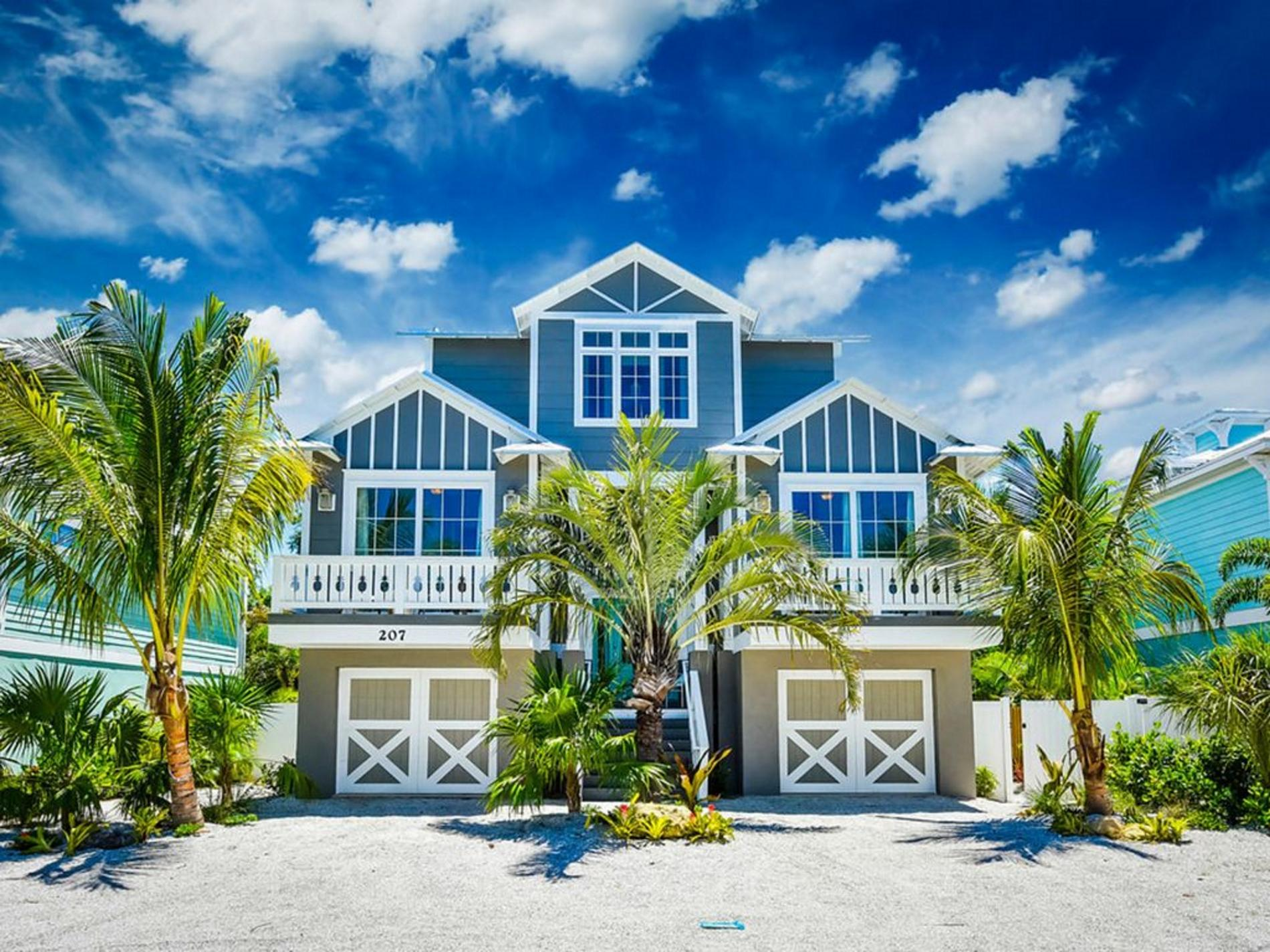 Pineapple Paradise Vacation Rental In Holmes Beach