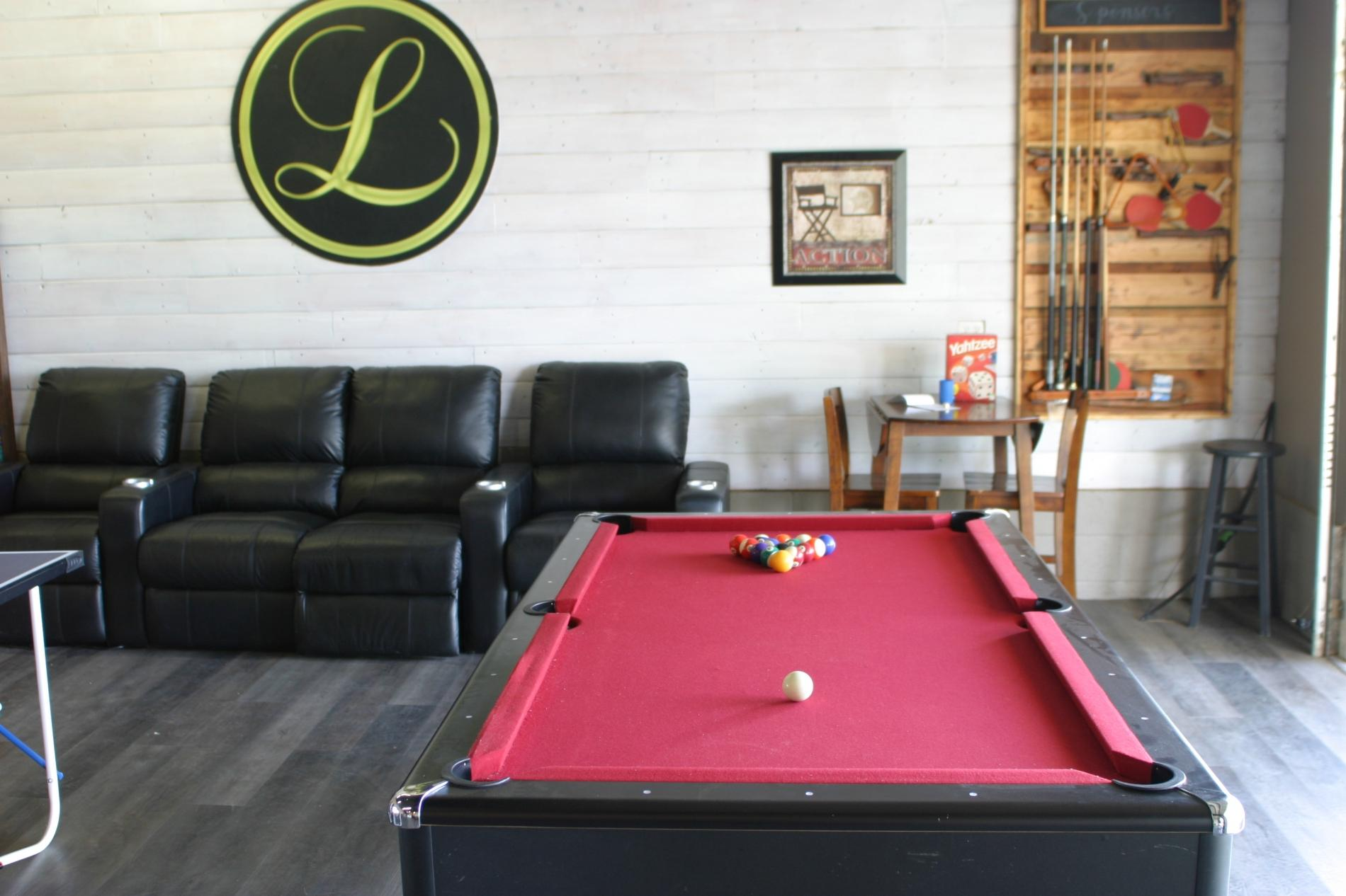 A Flight of Red - Runway home with Large Game Room photo 16885146