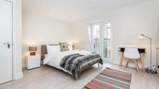 Stunning 4BD House with Terrace & Balcony Putney