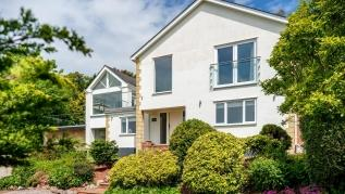 The Curlews - Waterside villa with large hydrotherapy spa (Teignmouth)