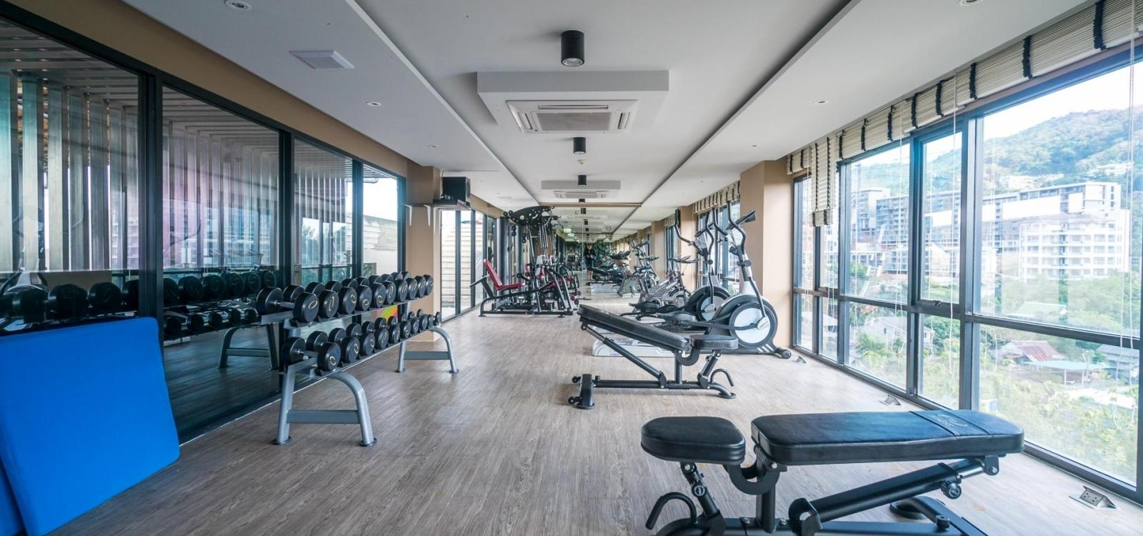 Aristo 522 - Brand new studio near beach, 3 pools, gym.