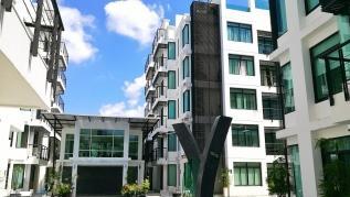Kamala Regent C202 - Trendy apartment with pool and gym, walk to beach