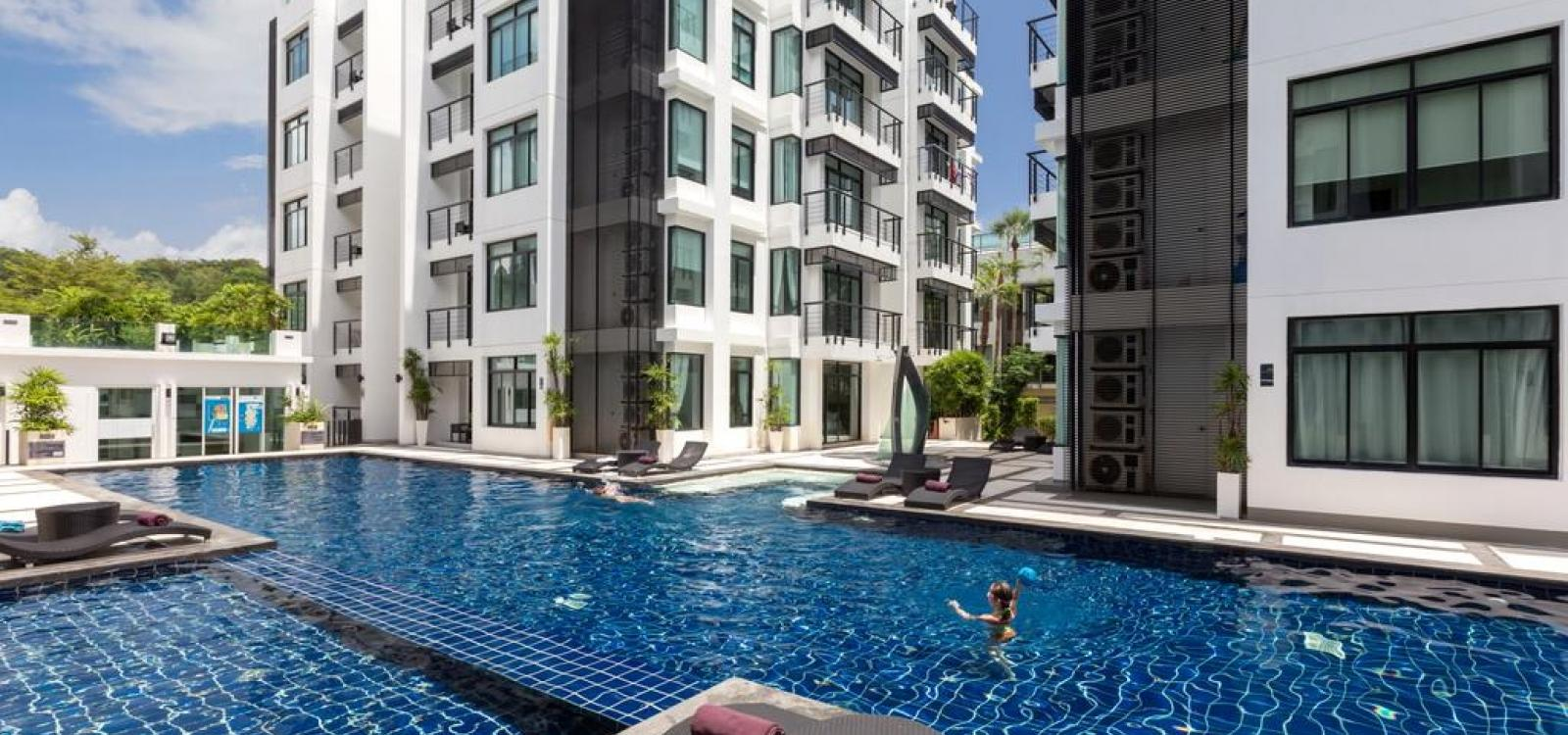 Kamala Regent C202 - Trendy apartment with pool and gym, walk to beach