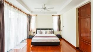Baan Kaja villa, walk to Surin and BangTao beach. Private pool.