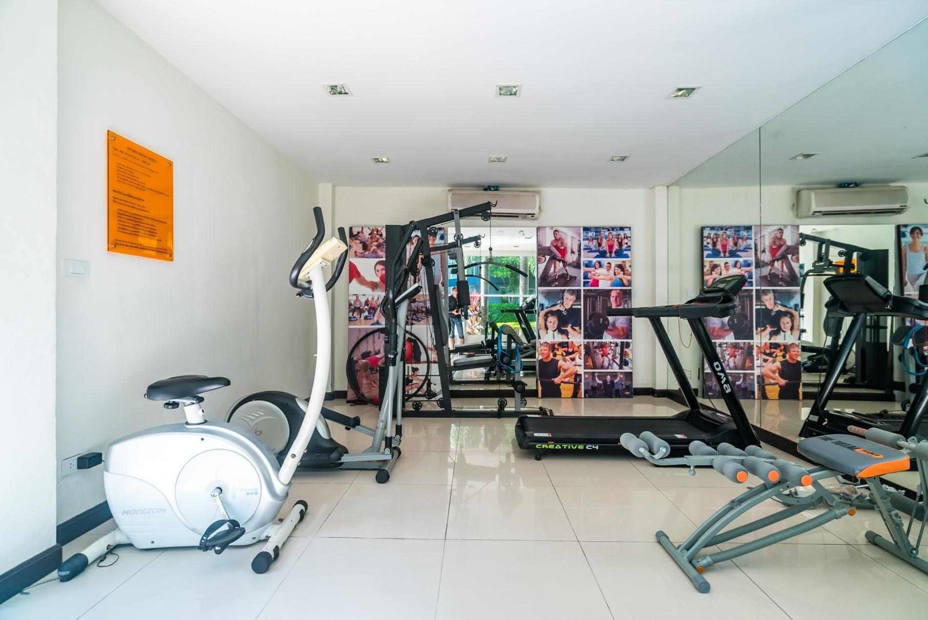 Apartment Pool access studio  rooftop pool and gym in Patong Kris condotel photo 18467261