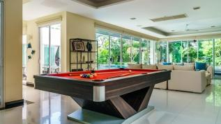 Kyerra Villa -  Giant private pool in Kamala, pool table, ping pong table!
