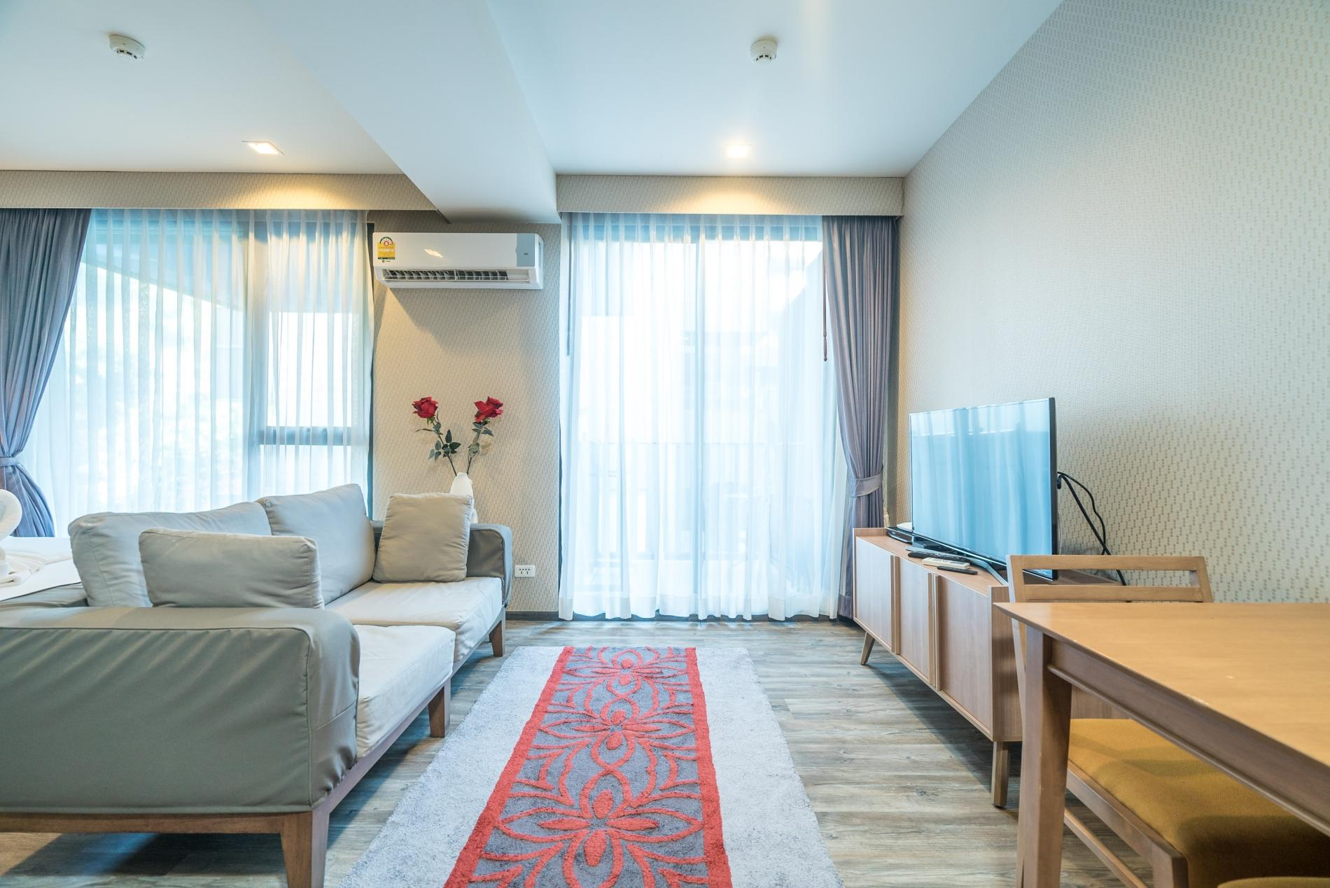 D48 - Luxury Patong Beach Studio for 2 with Pool & Gym photo 19107890