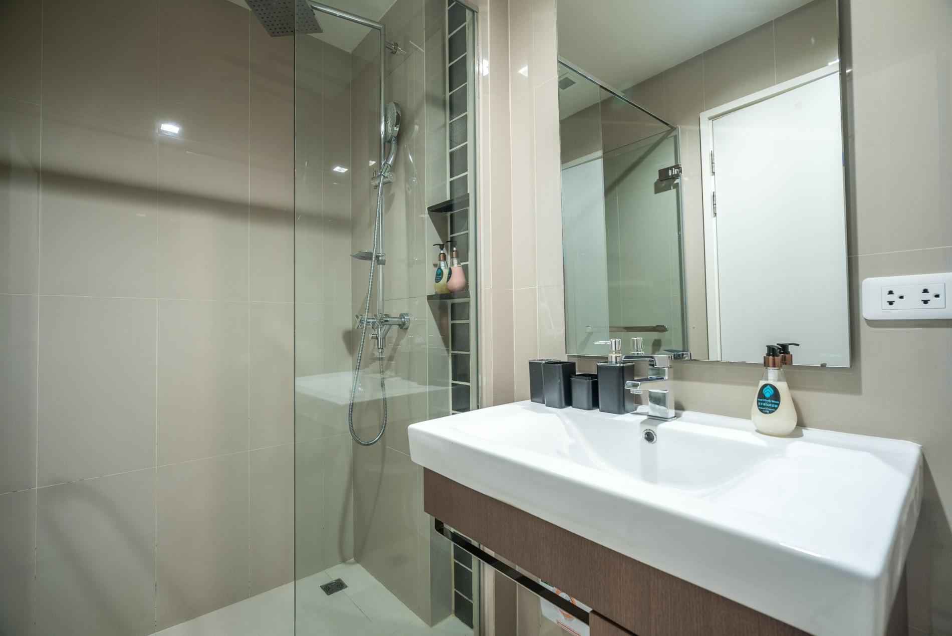 D48 - Luxury Patong Beach Studio for 2 with Pool & Gym photo 18989126