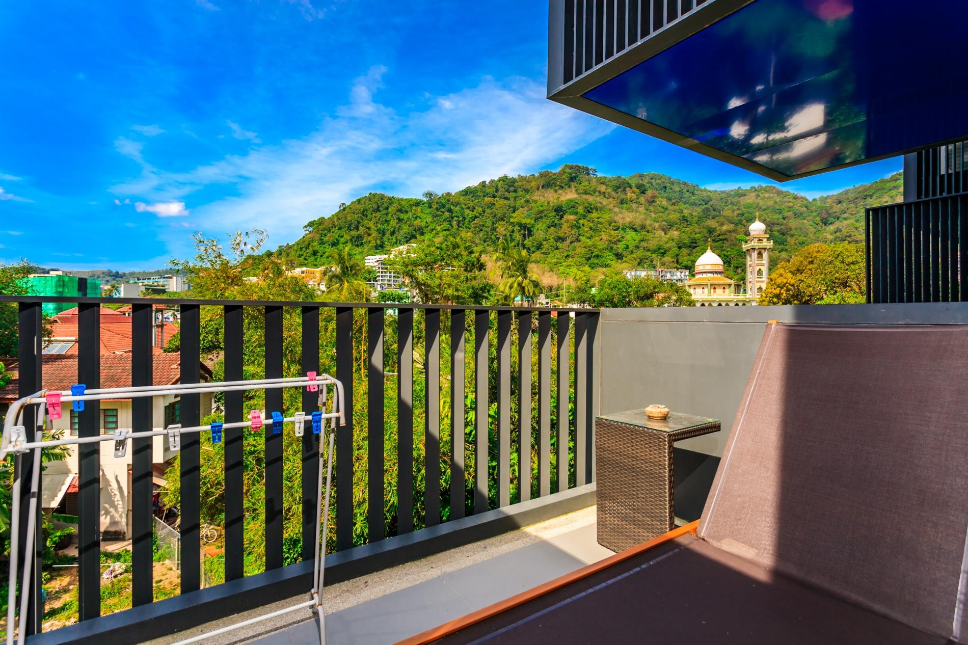 D187 - Large apartment in heart of Patong, 2 pools and gym photo 17053968