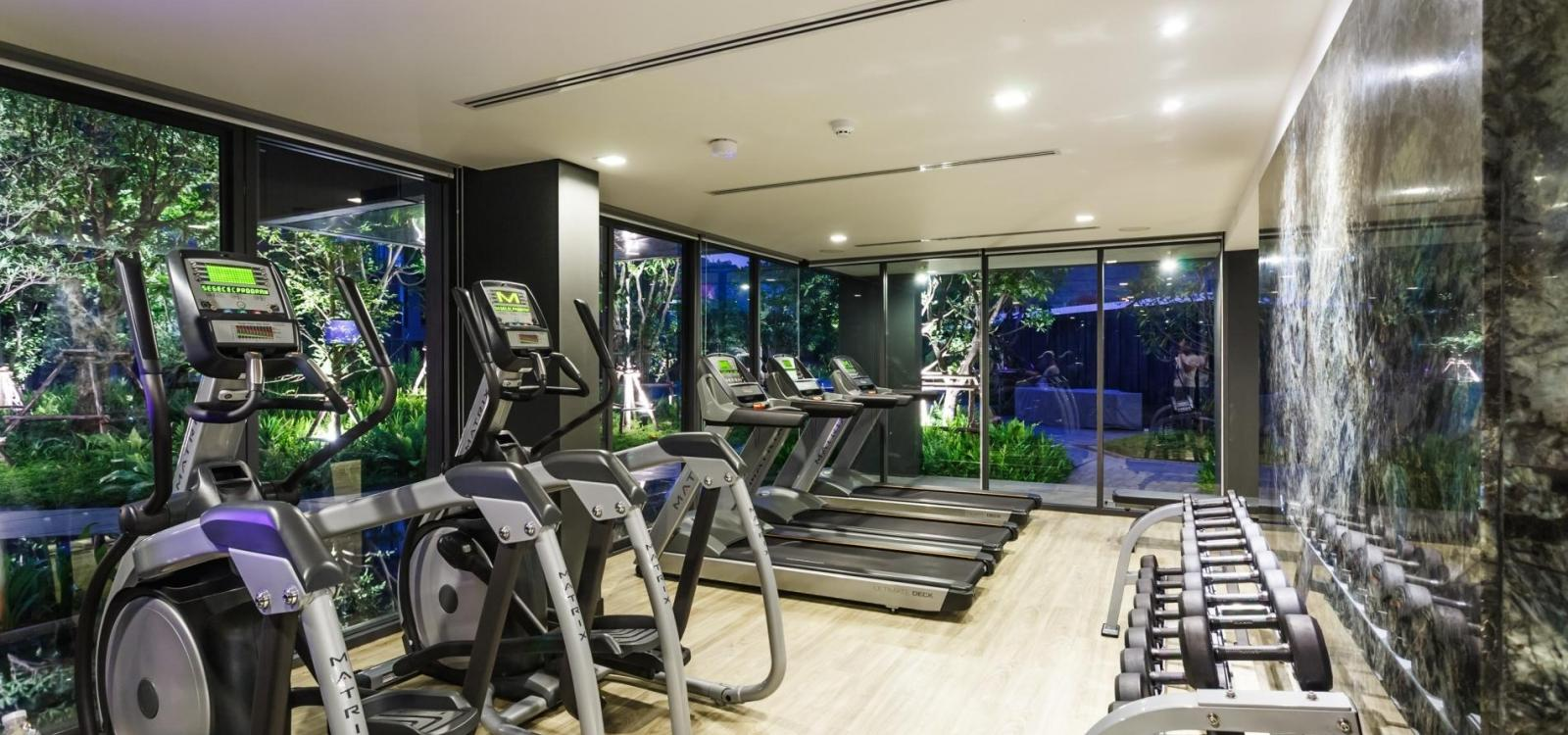 D263 - Mountain view 7th floor studio with pool & gym, central Patong