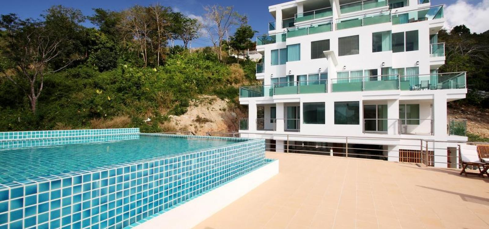 Baycliff - seaview 2 bedroom apt with jacuzzi, pool and kitchen in Patong