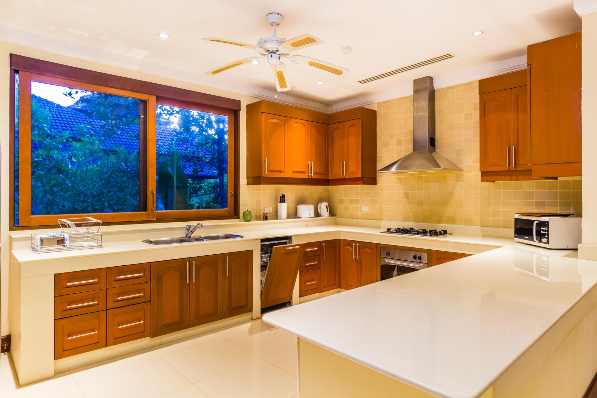 Lakewood Hills villa - 4 bedrooms with private pool, private gym and pool table near Laguna photo 5752464