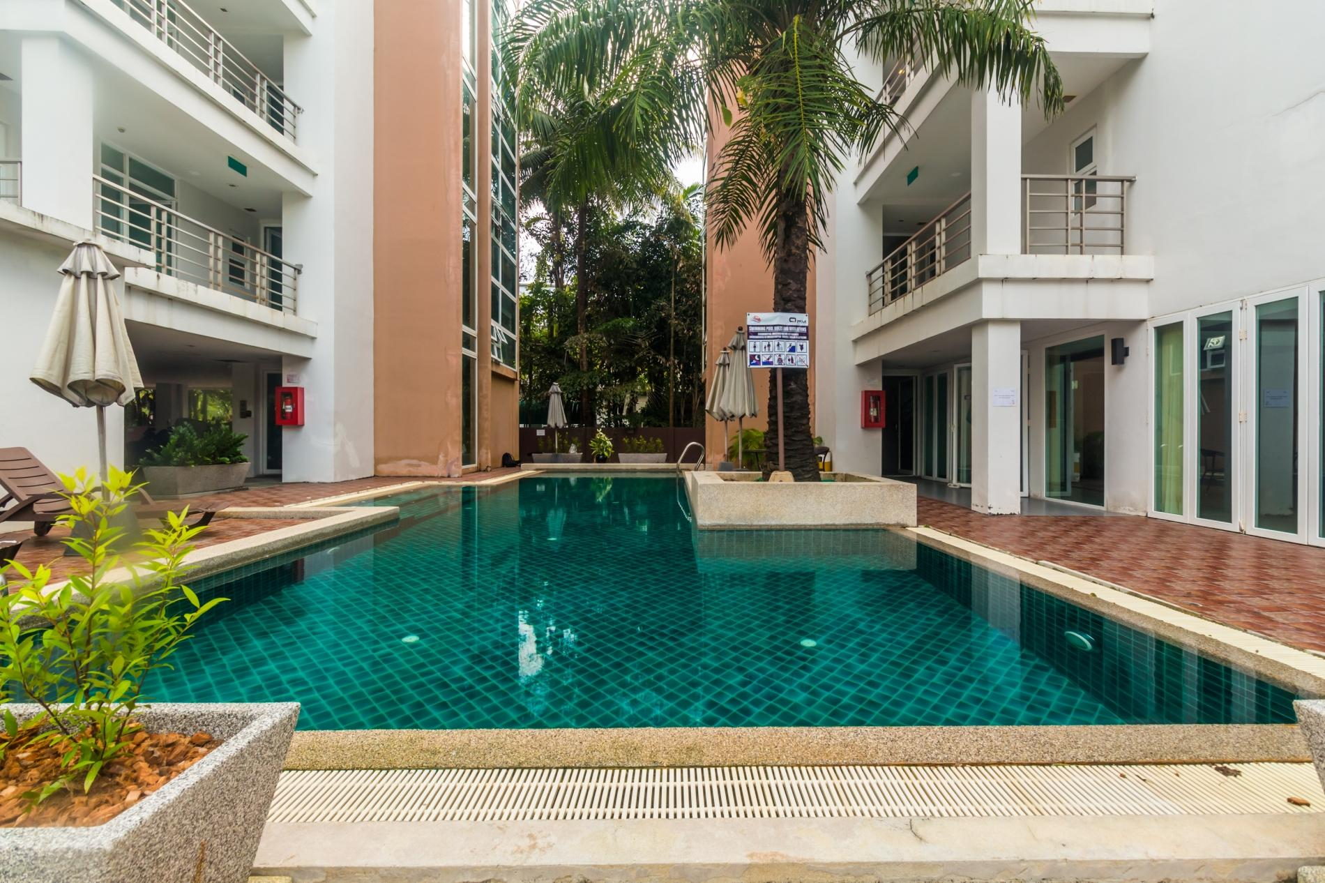 HLC501 - Convenient Patong apartment  for 4. Gym and pool! Walk to market and beach photo 13816376