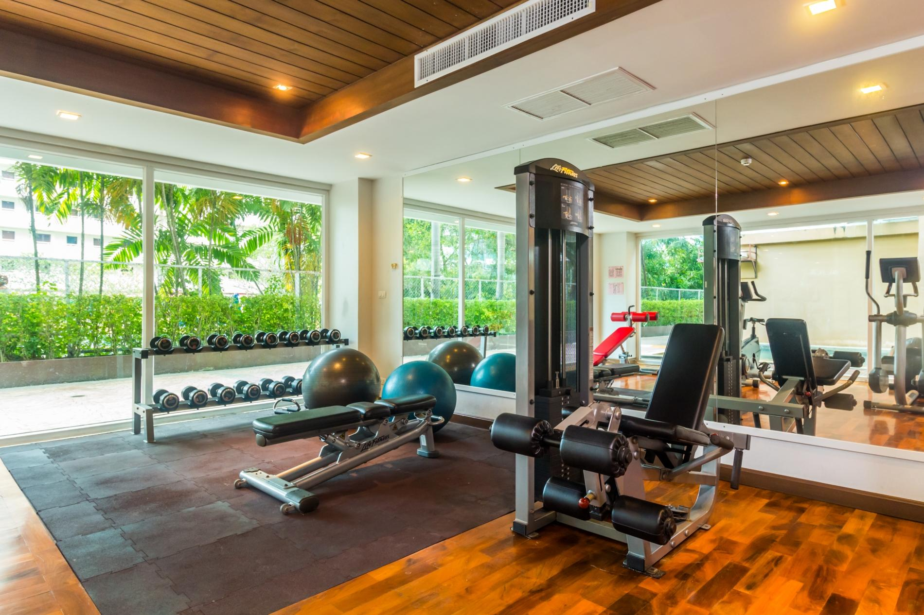 HLC501 - Convenient Patong apartment  for 4. Gym and pool! Walk to market and beach photo 13843880