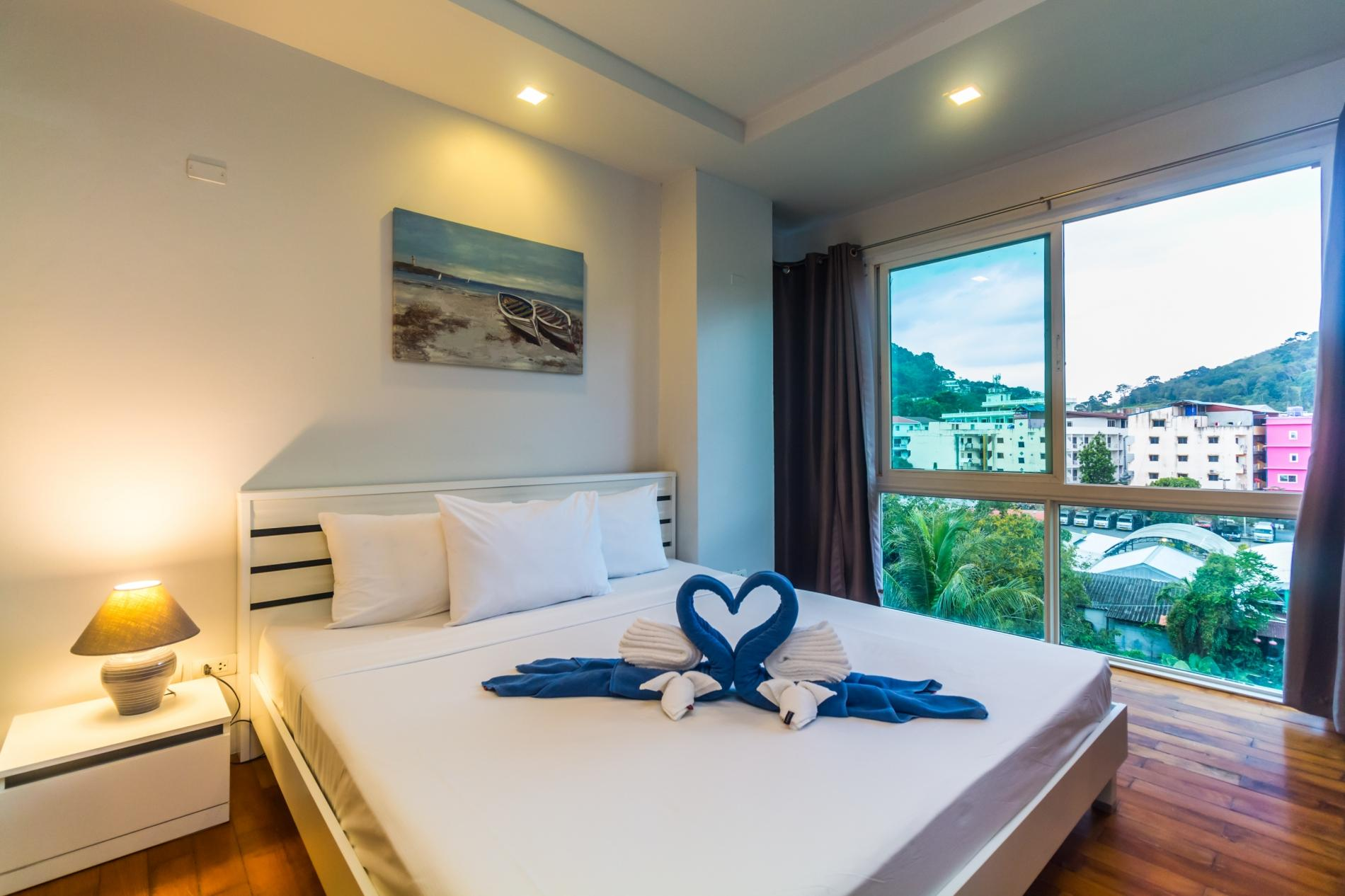 HLC501 - Convenient Patong apartment  for 4. Gym and pool! Walk to market and beach photo 13816378