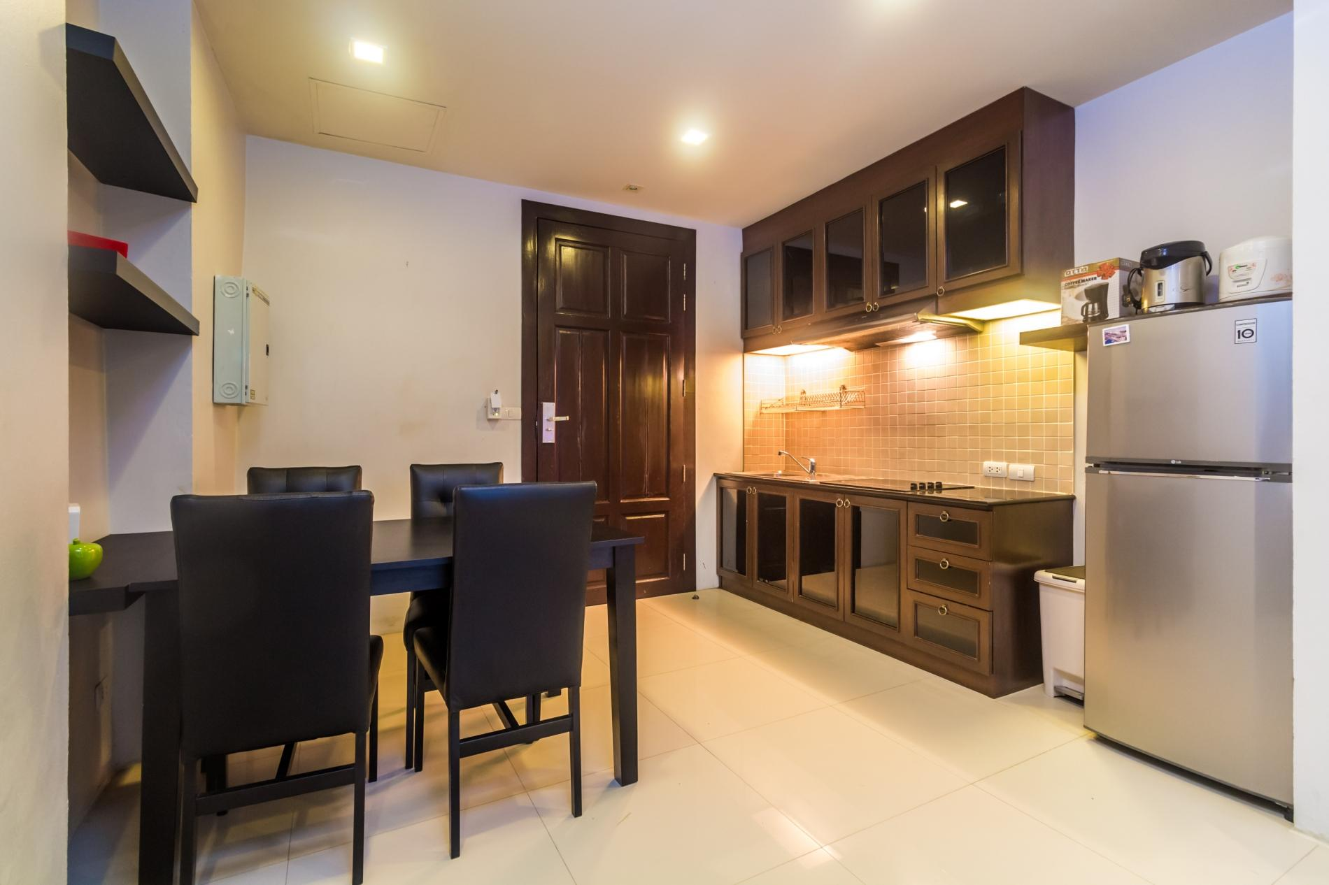 HLC501 - Convenient Patong apartment  for 4. Gym and pool! Walk to market and beach photo 13816372