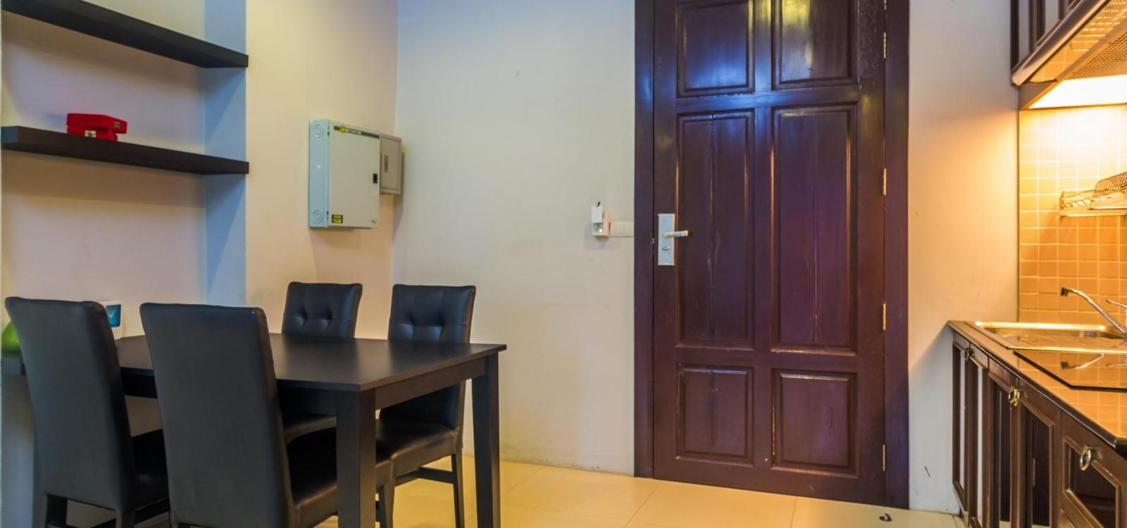 HLC501 - Convenient Patong apartment  for 4. Gym and pool! Walk to market and beach