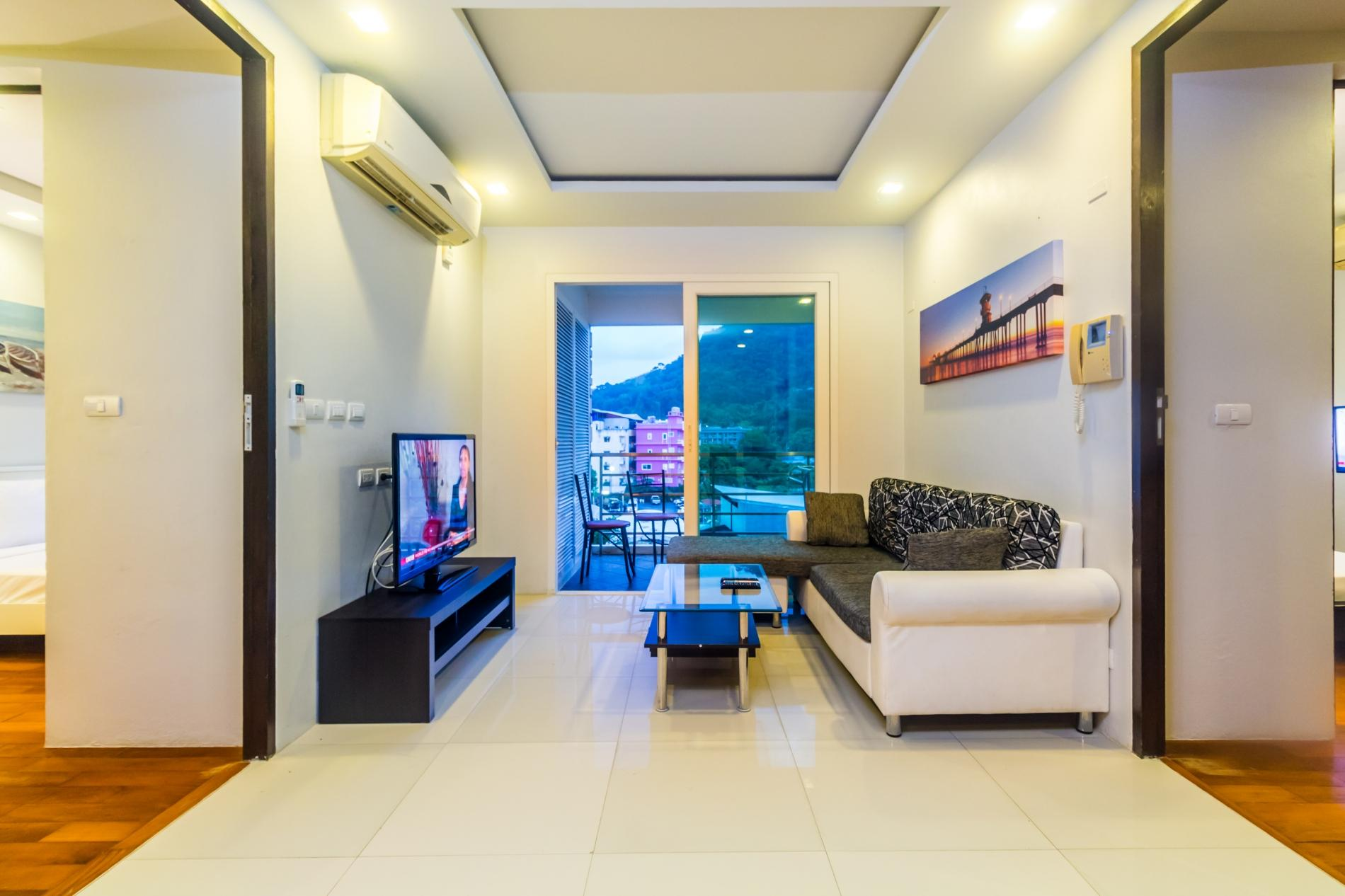HLC501 - Convenient Patong apartment  for 4. Gym and pool! Walk to market and beach photo 13816370