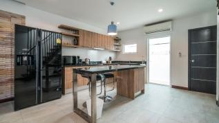 AP29 - Convenient Kamala holiday home with pool, gym and children playground