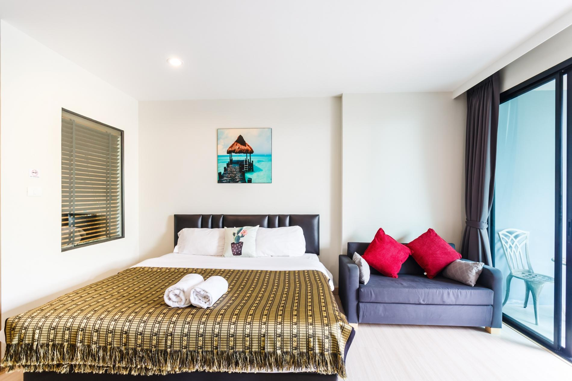 U208 - Patong Studio with kitchen, pool and private patio. photo 13758071