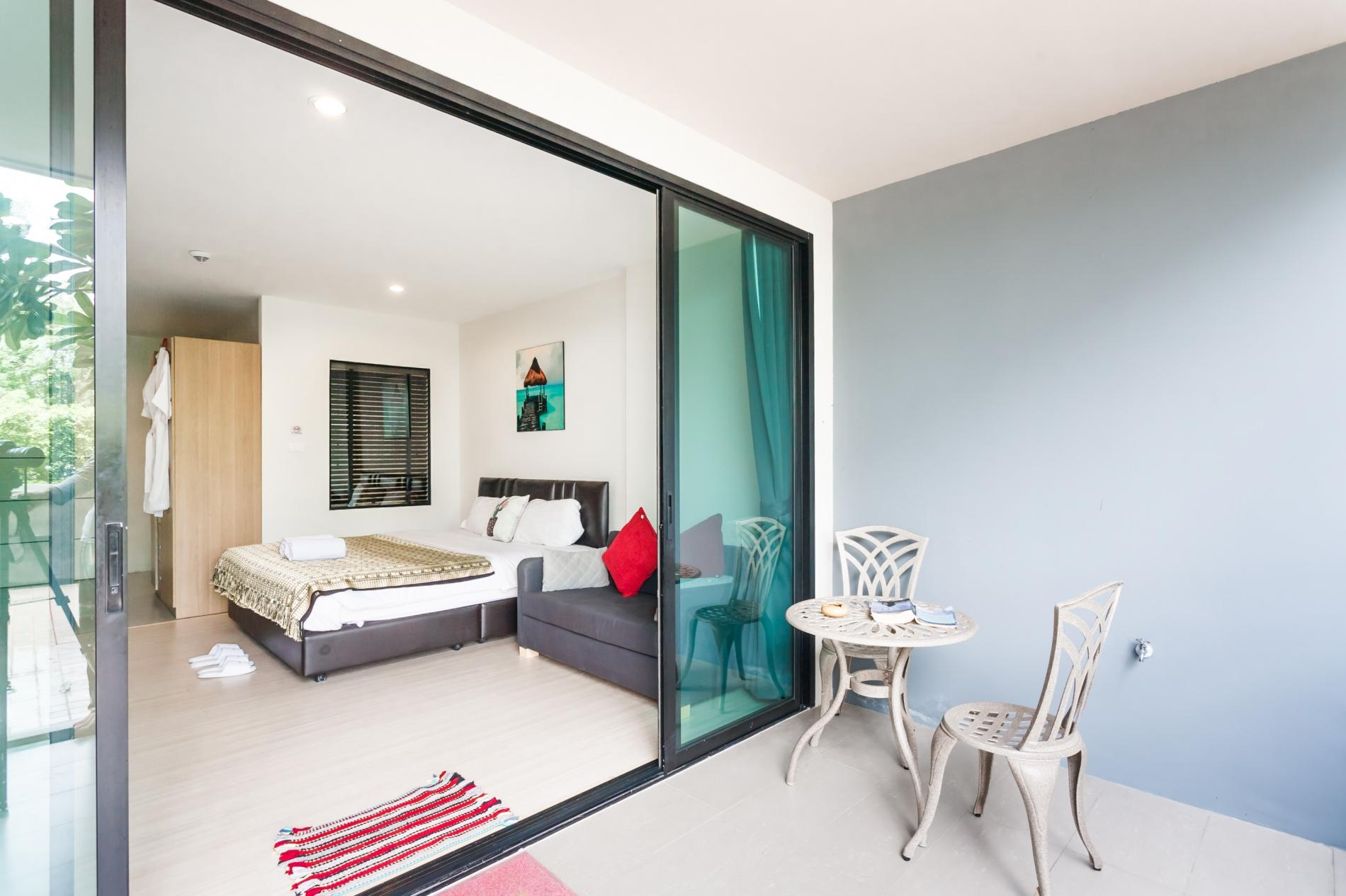 U208 - Patong Studio with kitchen, pool and private patio. photo 13758075