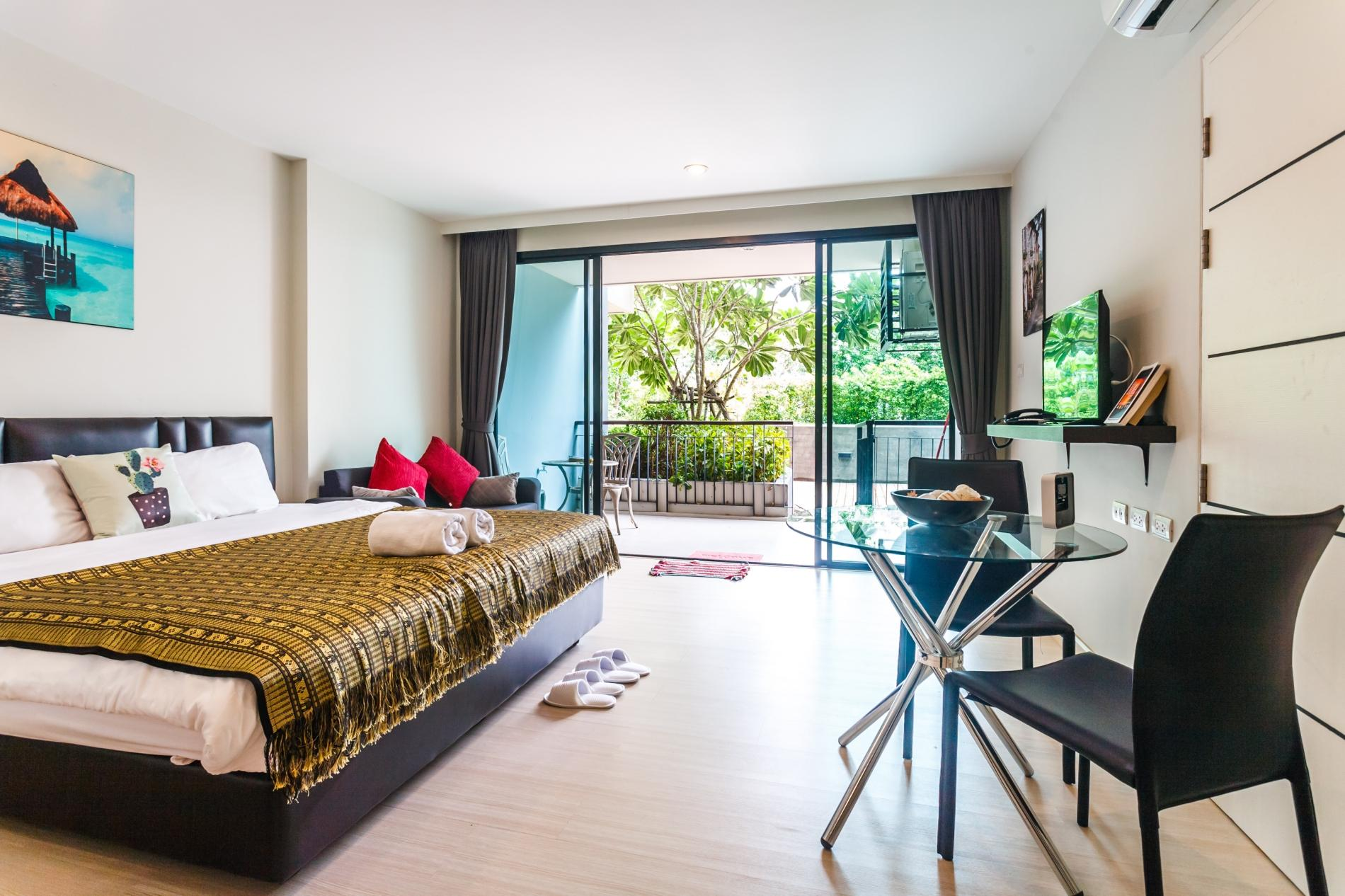 U208 - Patong Studio with kitchen, pool and private patio. photo 13758083