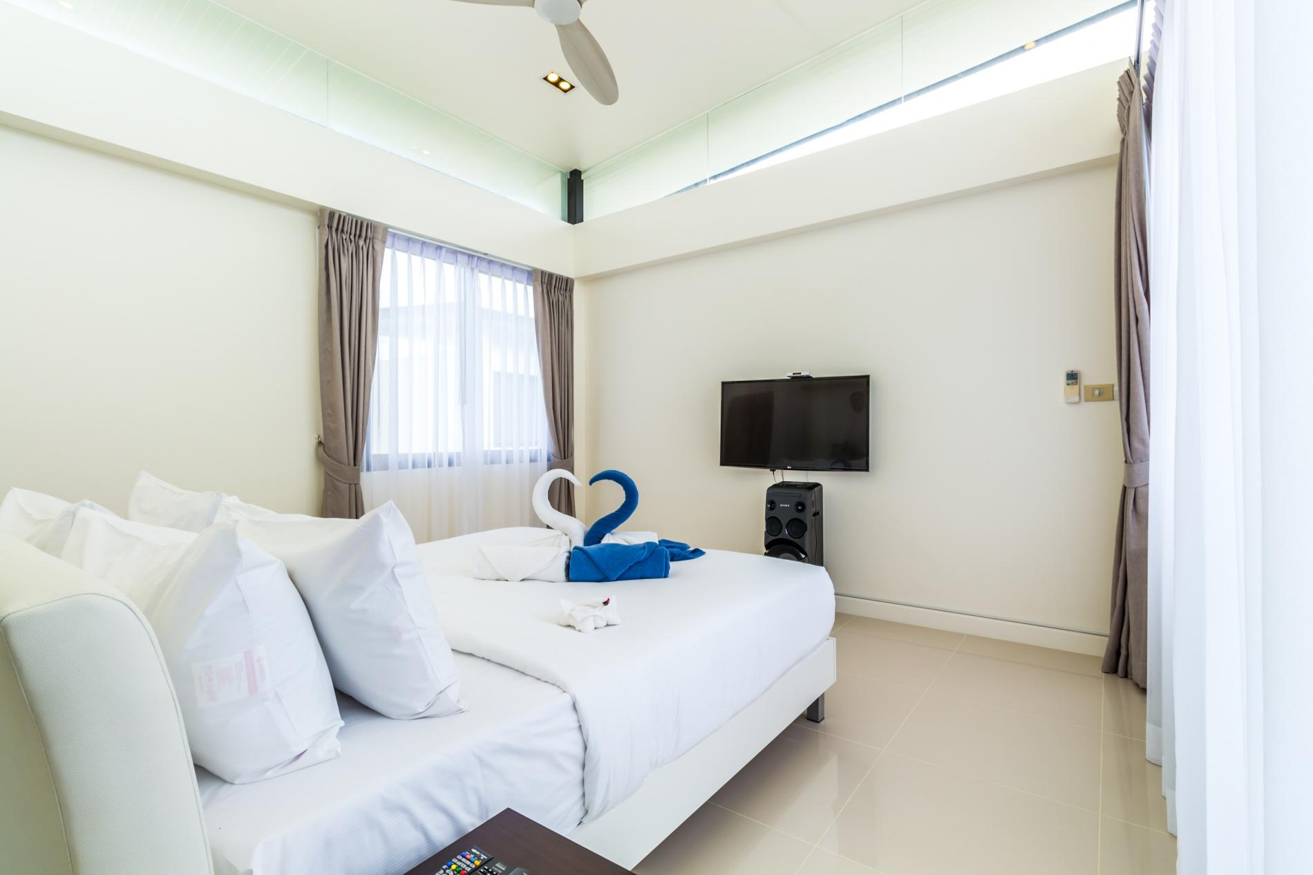 Apartment LP101 - Private rooftop pool villa in Laguna for 9 people  near restaurants and shops photo 20254976