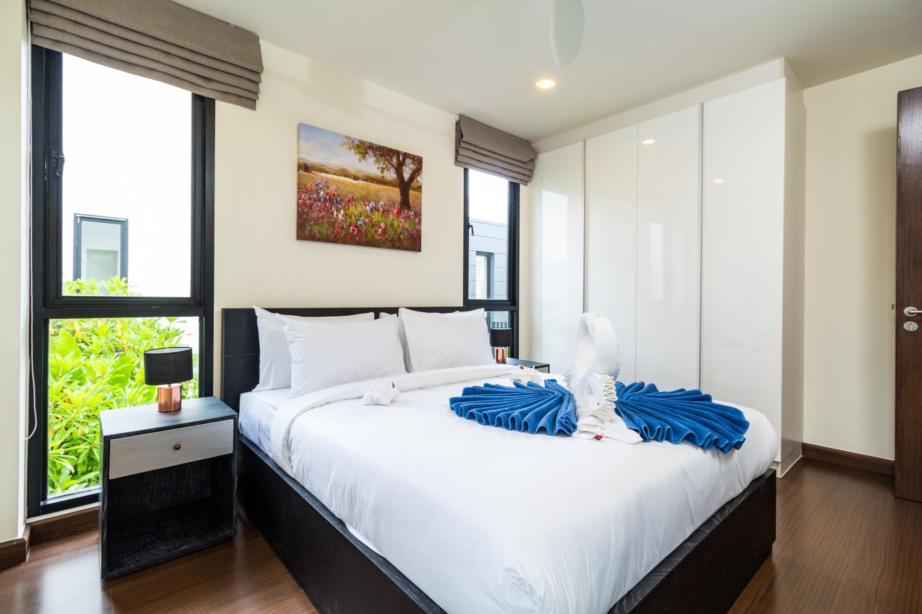 Apartment LP101 - Private rooftop pool villa in Laguna for 9 people  near restaurants and shops photo 16936729