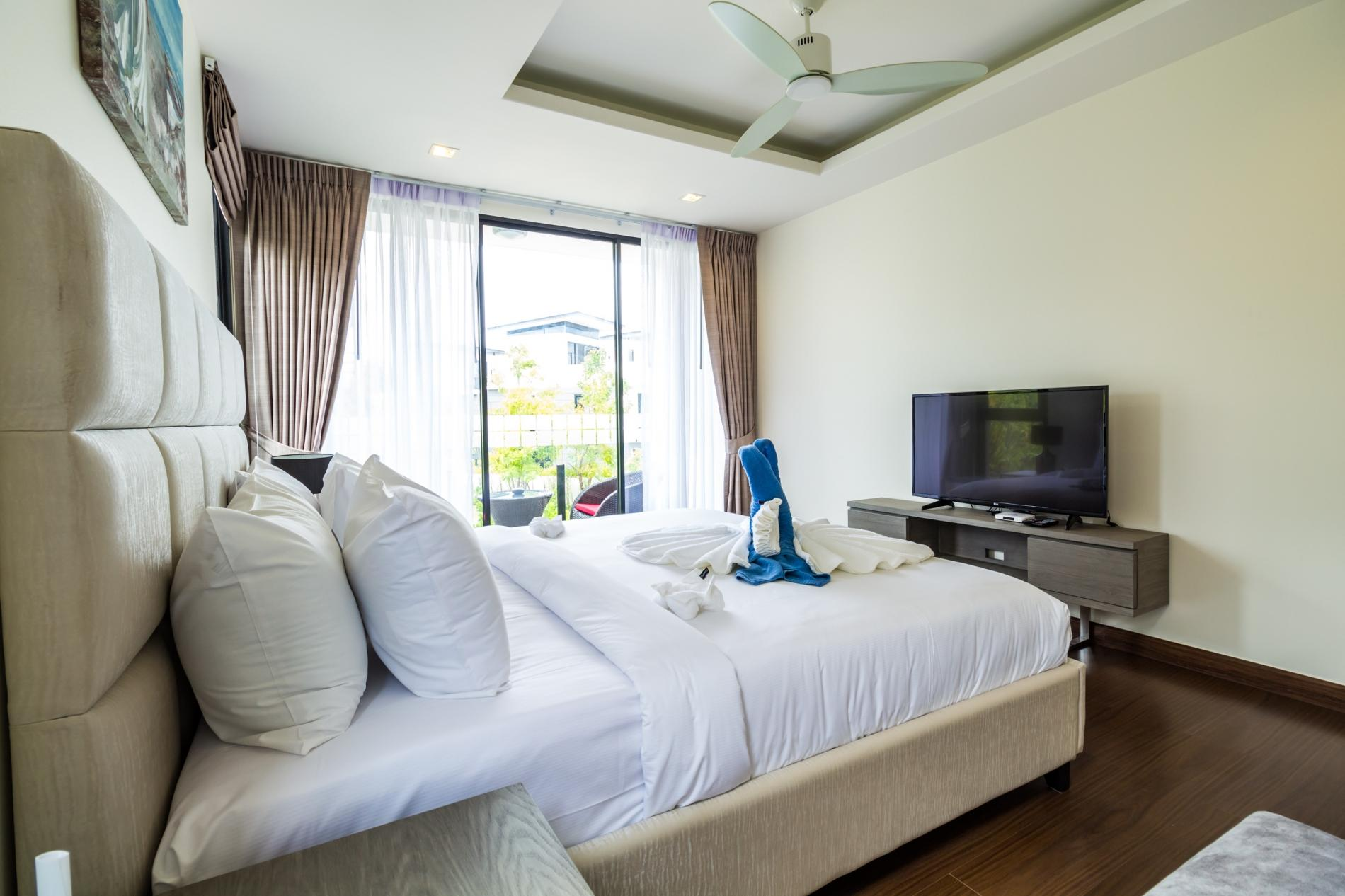 Apartment LP101 - Private rooftop pool villa in Laguna for 9 people  near restaurants and shops photo 20254986