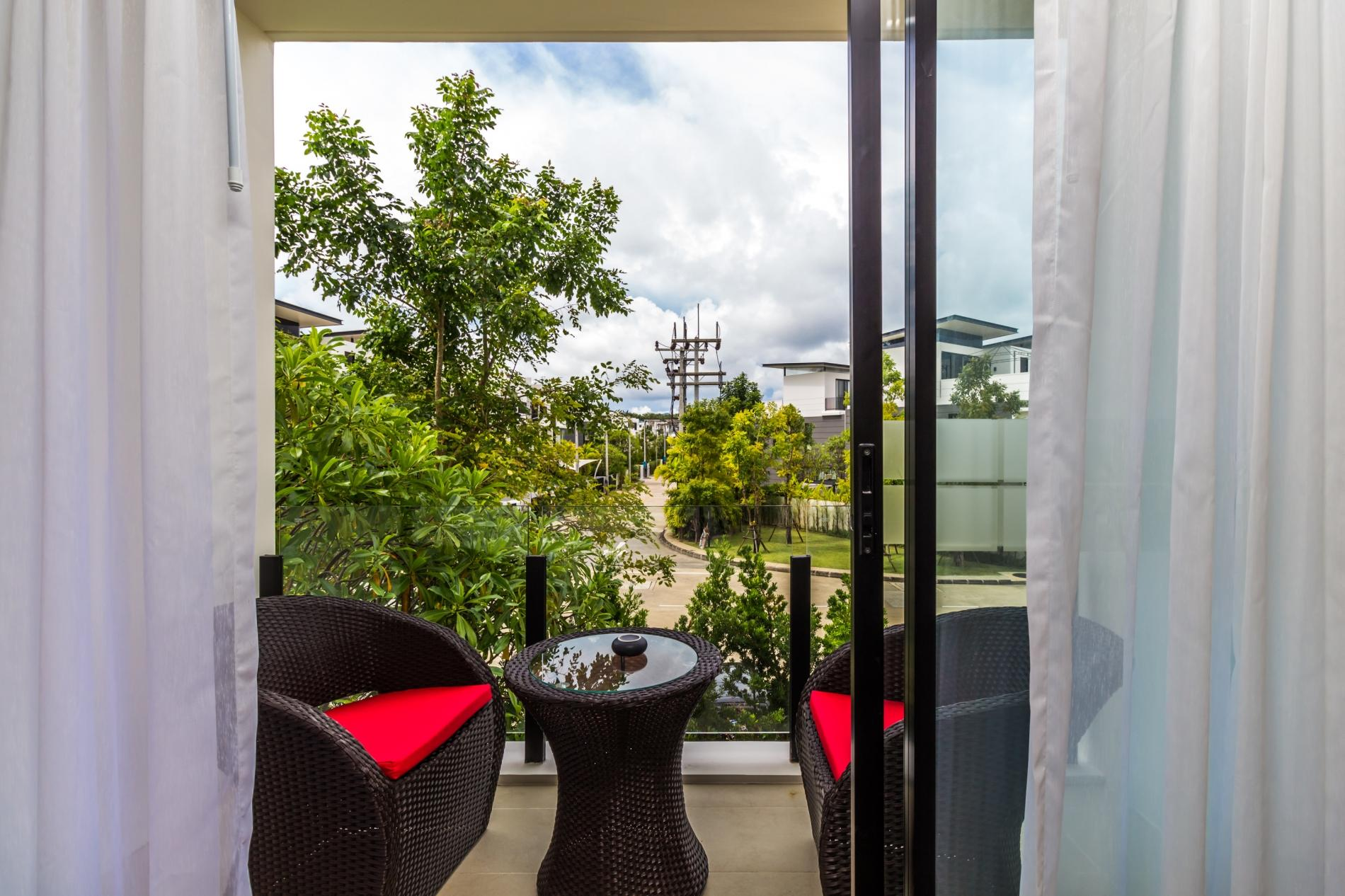 Apartment LP101 - Private rooftop pool villa in Laguna for 9 people  near restaurants and shops photo 16936739
