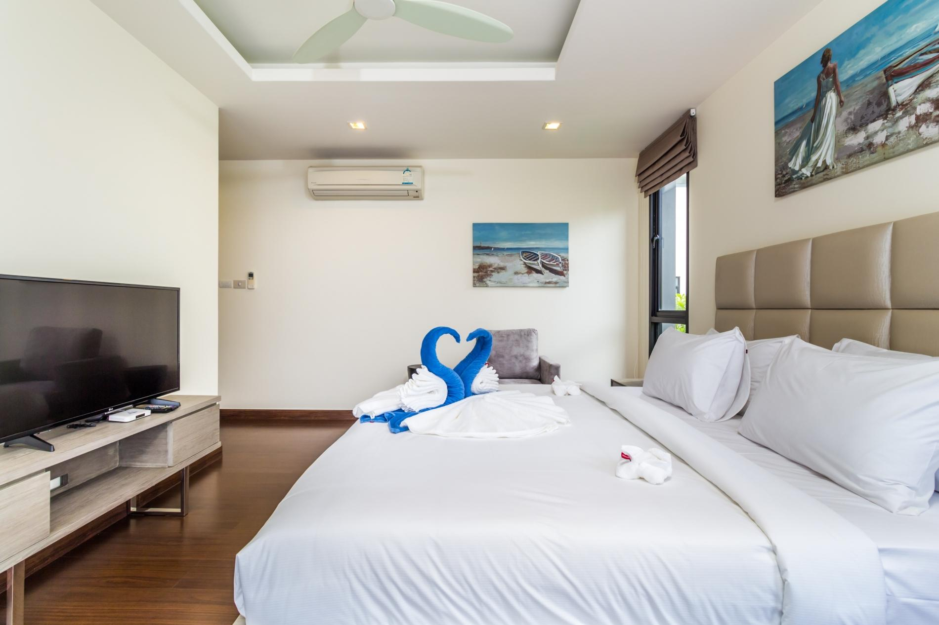 Apartment LP101 - Private rooftop pool villa in Laguna for 9 people  near restaurants and shops photo 16877096
