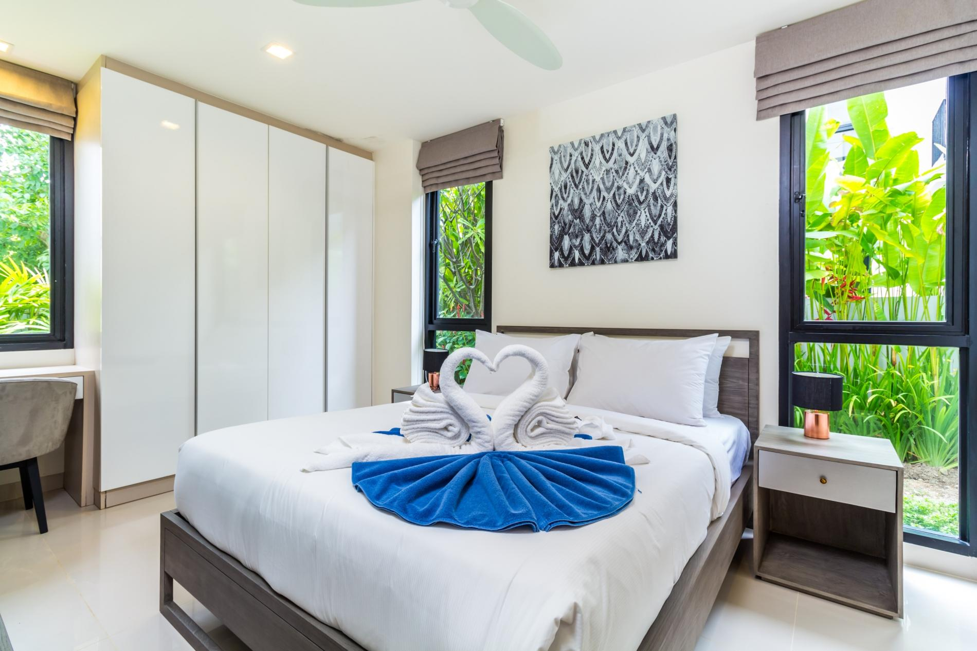 Apartment LP101 - Private rooftop pool villa in Laguna for 9 people  near restaurants and shops photo 16877098