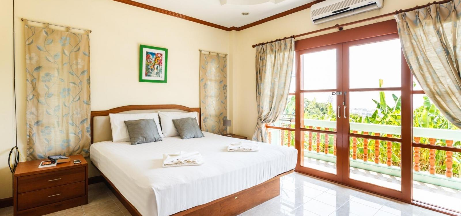 Vista Villa 2 - Sea view Patong house for 4 guests in quiet neighbourhood