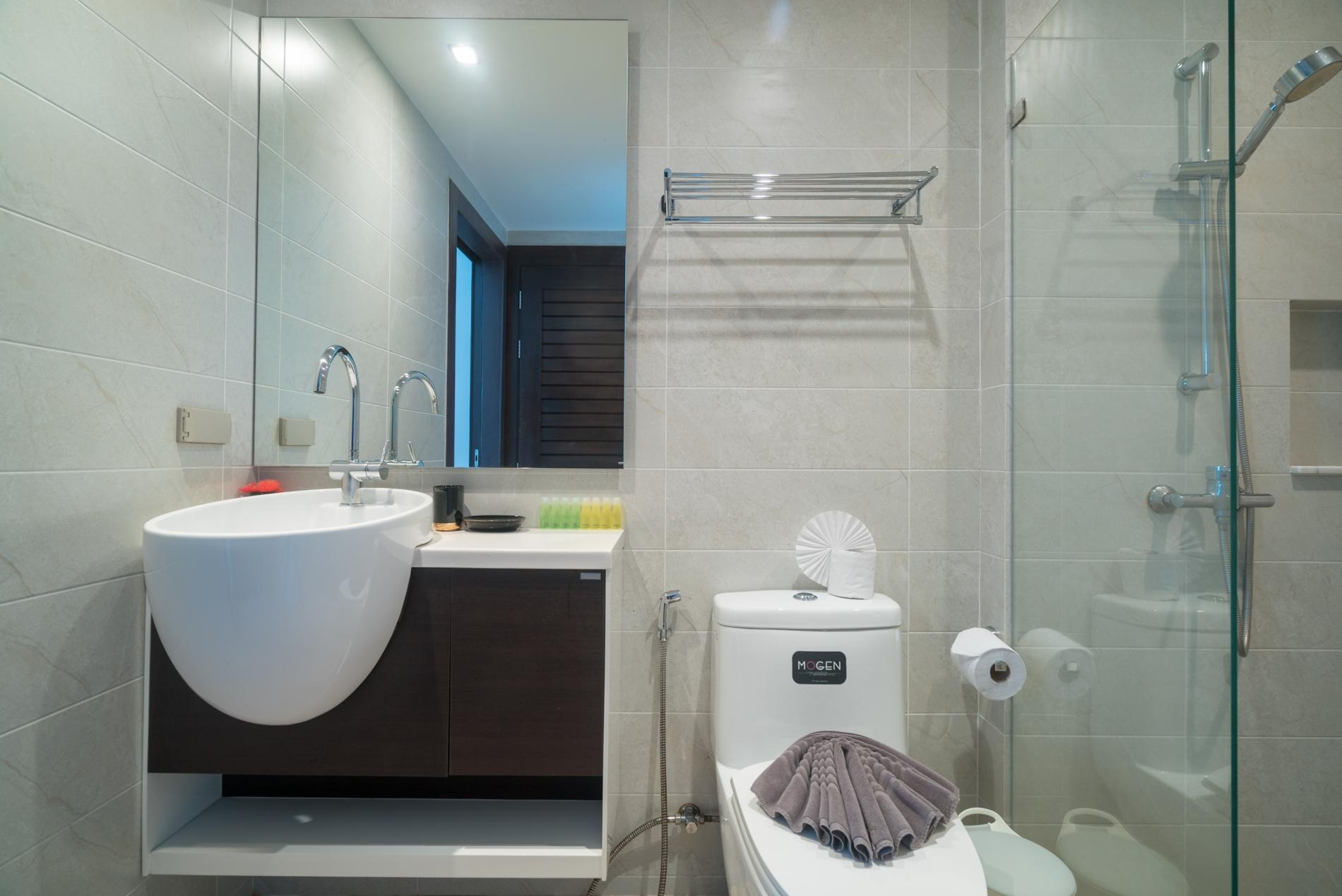Apartment ET703 - Patong great condo for 4 people  open view  pool and gym photo 16833907