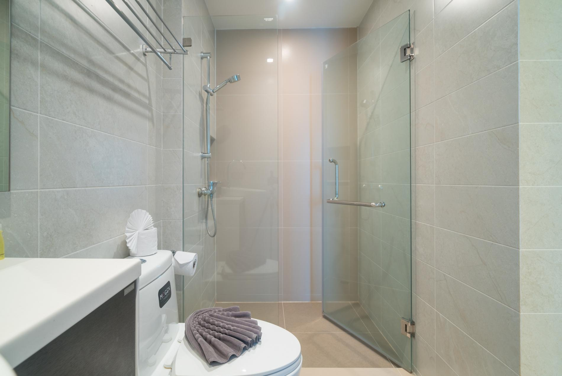 Apartment ET703 - Patong great condo for 4 people  open view  pool and gym photo 19385754
