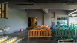 ET618 - Convenient apartment in Patong, pool  and parking