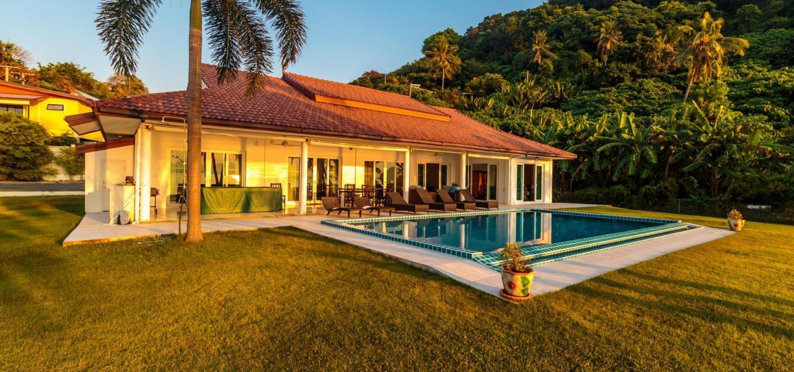 Absolute beachfront villa in Khao Khad