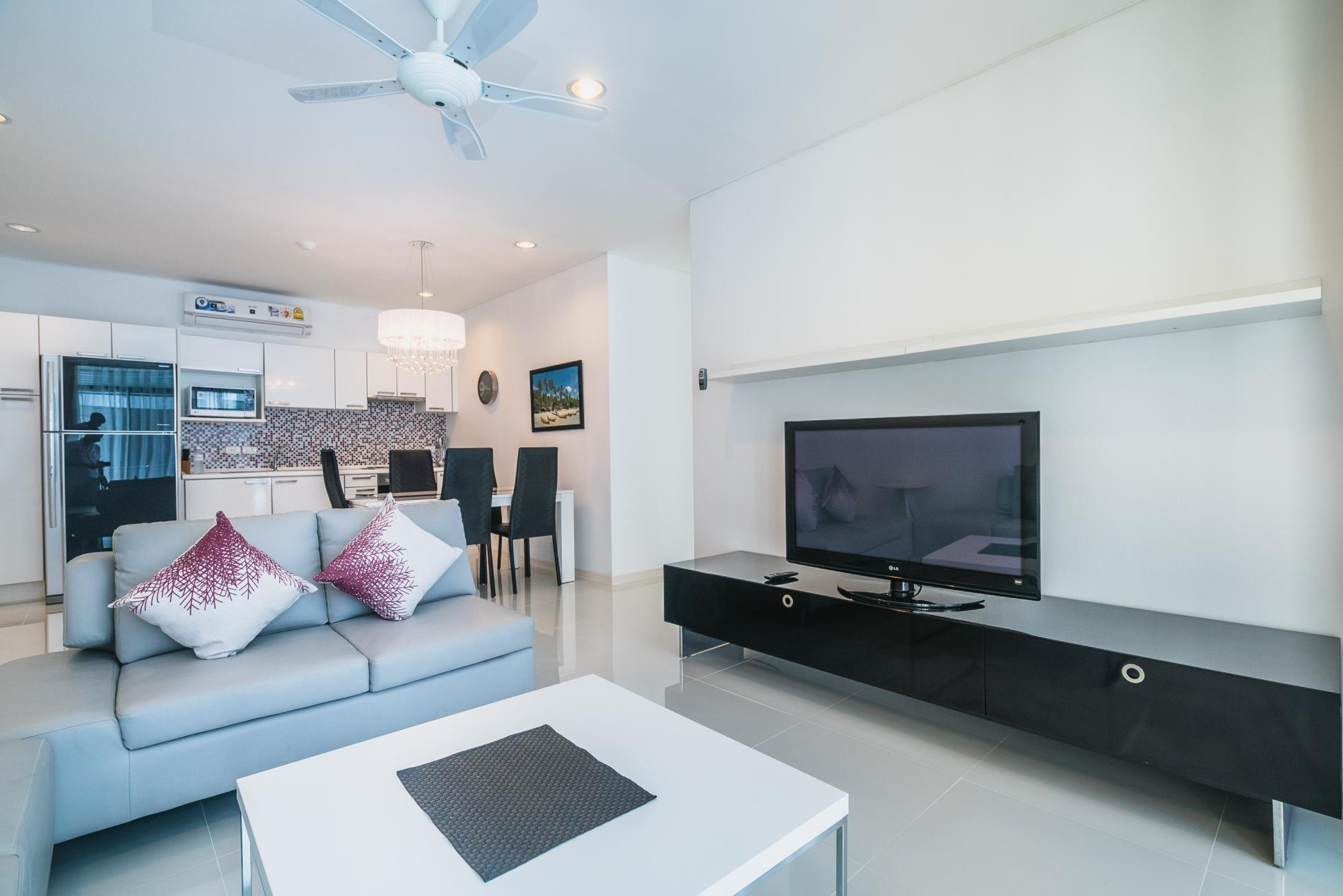 Apartment Kamala Regent C403 - High floor 3 bdr apartment with pool and gym photo 18985969