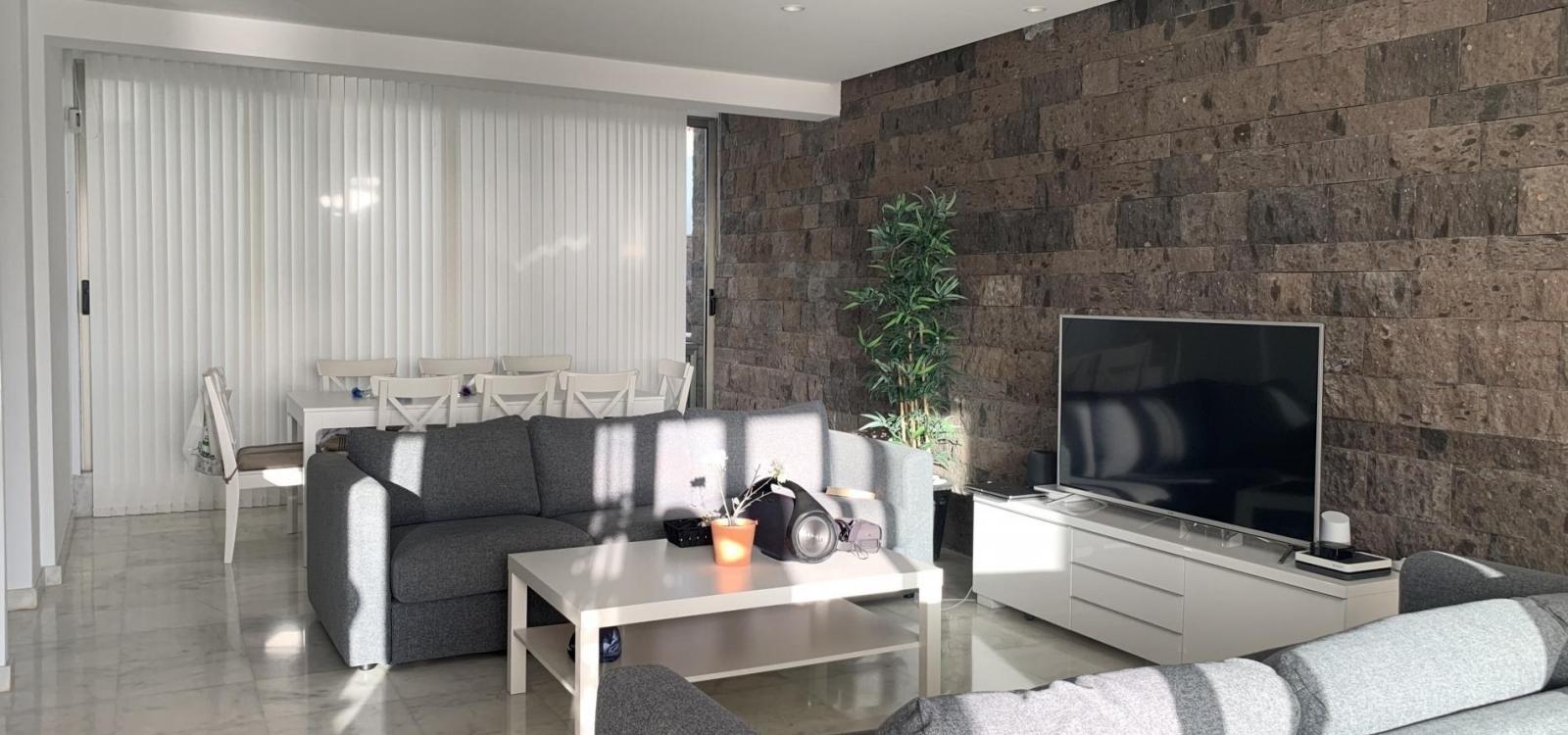 (O36) Nice and spacious private villa