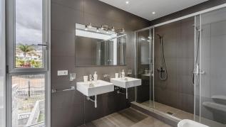 Lux Villa 37 (with 5 Bedrooms, 4 Bathrooms)