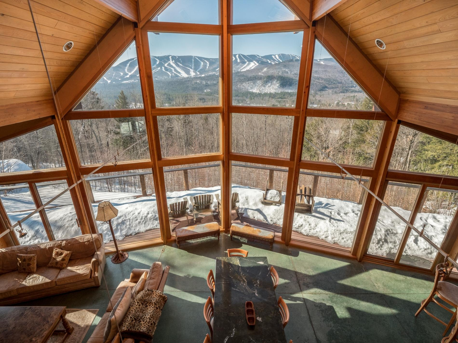 The Ridge House, Modern Chalet with Magnificent Views!