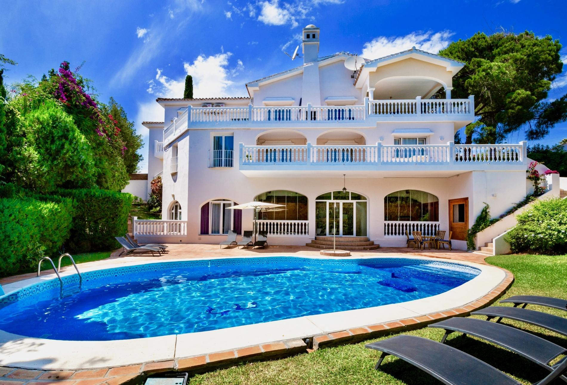 Marbella, ES Melissa - Exceptional 8BR Villa in Marbella, 2 km the Beach, Heated Pool, Wifi
